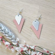 Clous d'oreille en cuir triangle rose